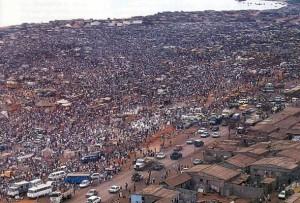 Une vue aérienne du Marché Roque Santeiro