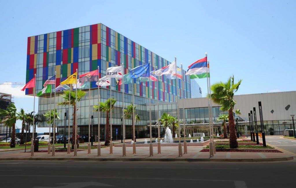 Luanda une ville divis par un miroir sans teint chos for Miroir sans teint
